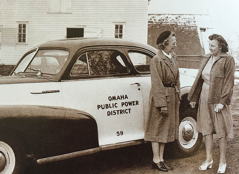 Rural Home Service advisor Rita Drews stops at the farm of Mrs. Roy Glandt in 1947 to demonstrate some new appliances. OPPD archive photo