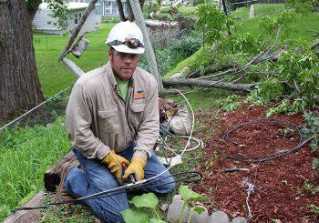 identify a utility worker