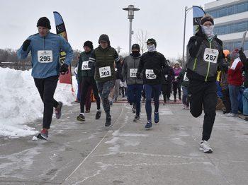 COM_Walk 4 Warmth 2019_runners start