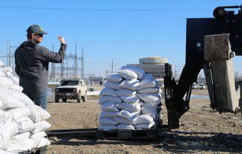 WEA_2019 Flood_sandbag directing