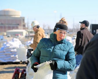 WEA_2019 Flood_sandbag woman