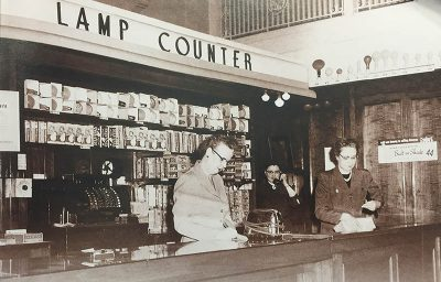 FLBK_Electric living_lamp counter